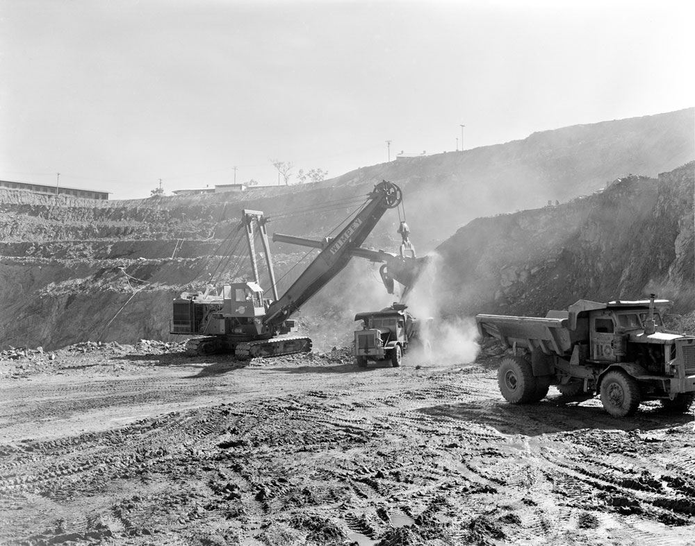 Loading a haul truck in White's open cut pit, Rum Jungle mine site (1957). National Archives of Australia: A1200, L23111